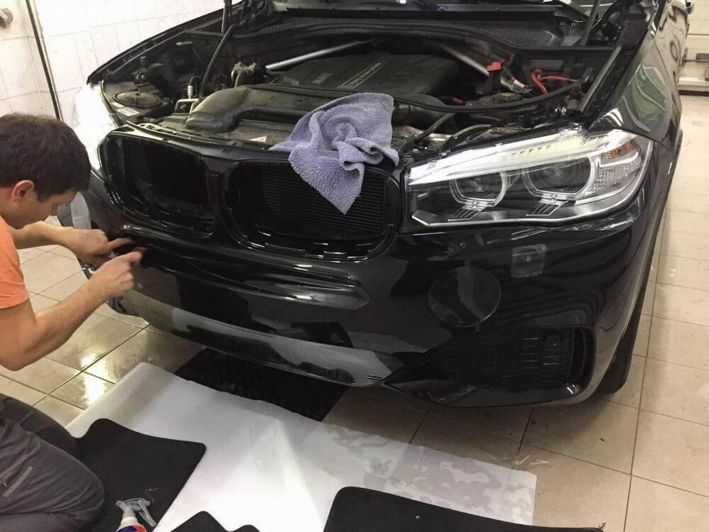 оклейка пленкой капота BMW