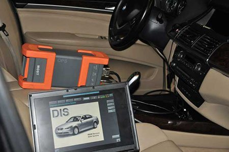 Компьютерная диагностика внутри салона BMW