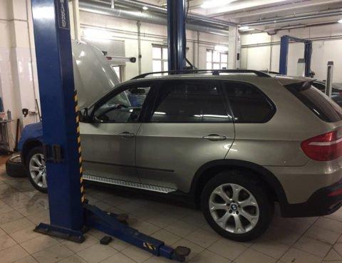 Замена эластичных прокладок и мембраны КВКГ на BMW X5 E70