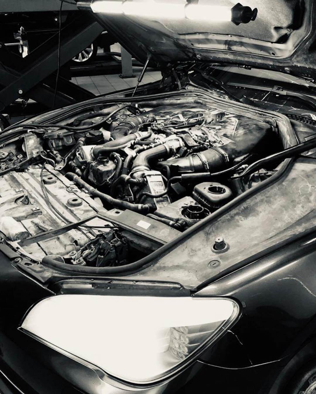 моторный отсек BMW X6