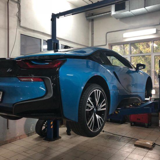 Замена колодок на BMW i8 в ПрофиСервисКлубе