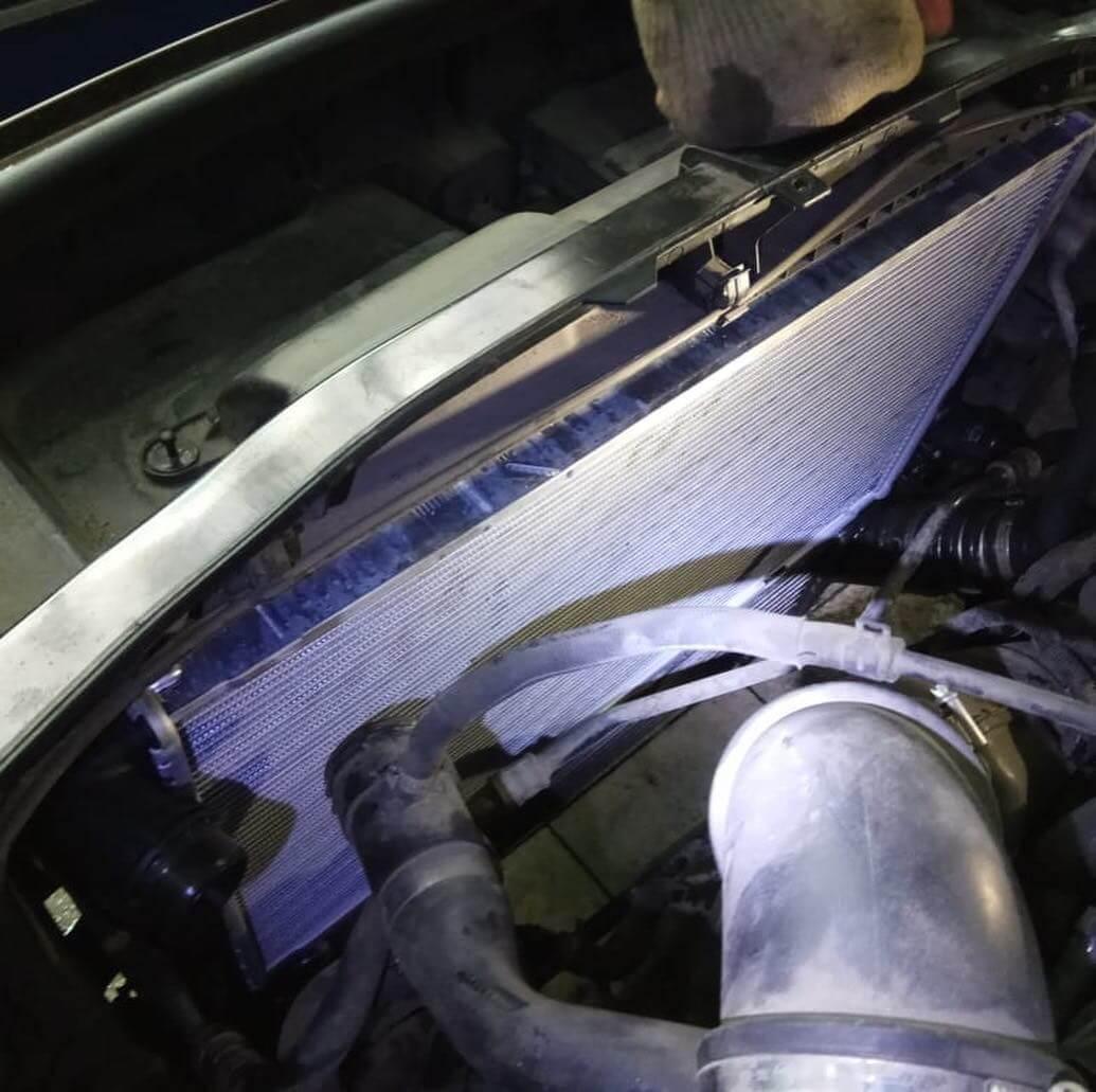 новый радиатор на BMW