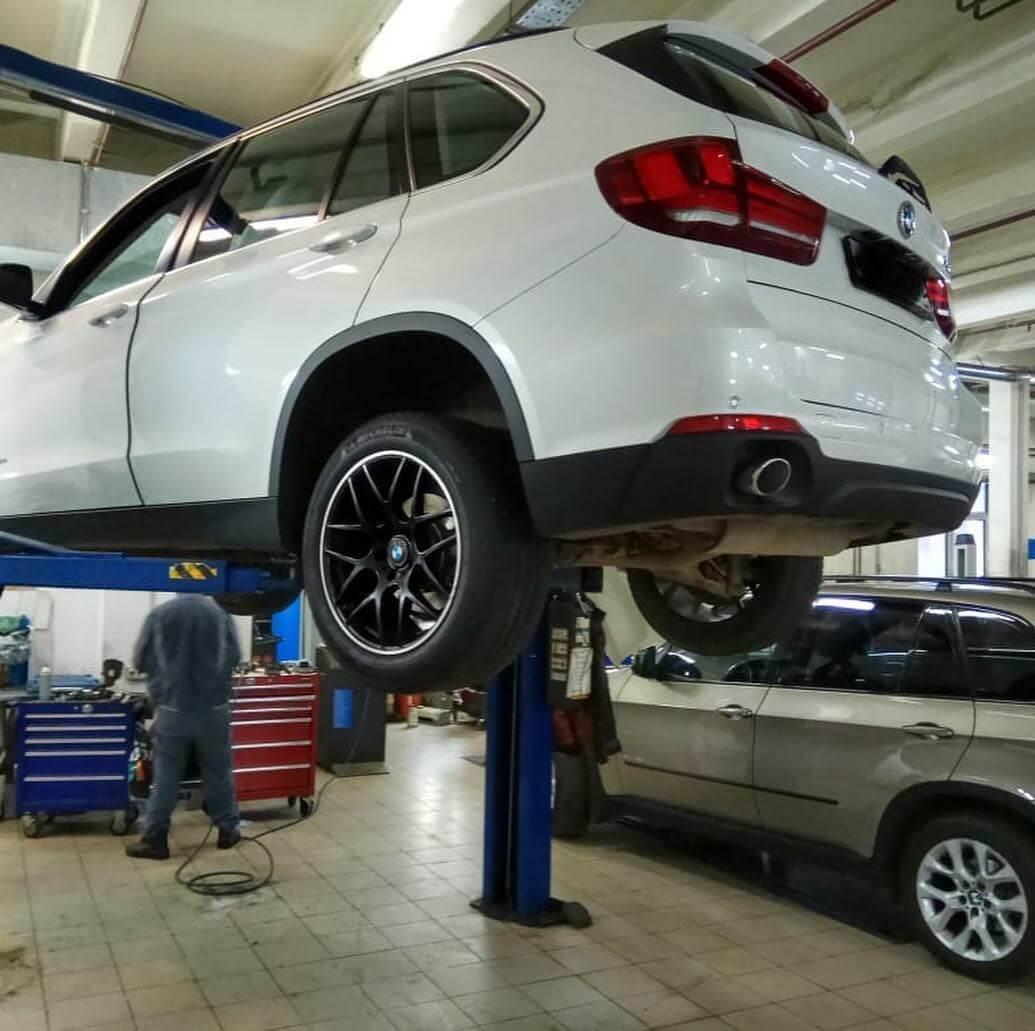 BMW X3 на подъемнике