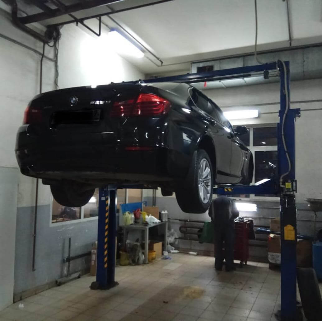 BMW в кузове F10 столкнулся с гулом при движении свыше 80 км/ч.