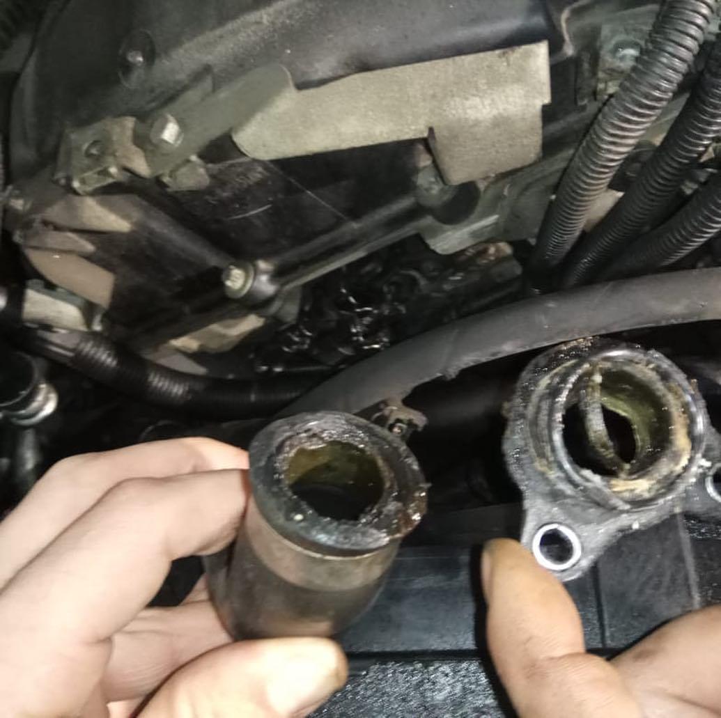устранили течь теплообменника и полнопоточного масляного стакана BMW 740