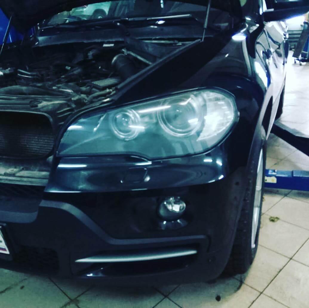 ремонт двигателя: замена клапанной крышки у БМВ