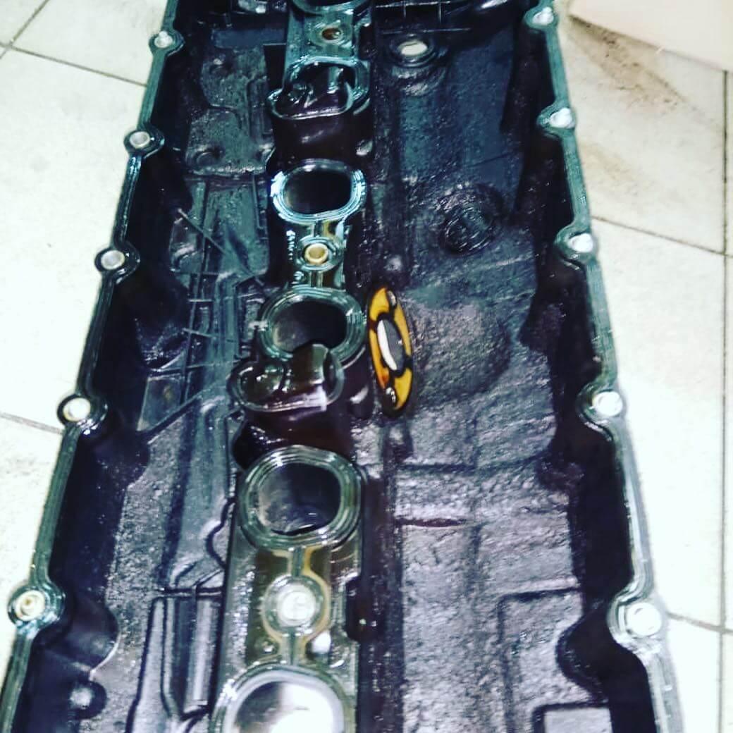замена клапанной крышки у двигателя БМВ