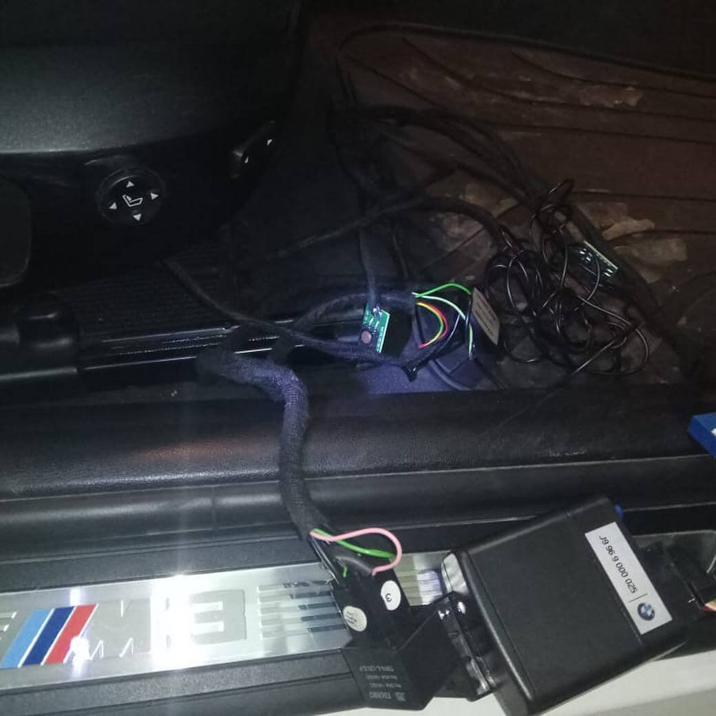 демонтаж противоугонного комплекса Цезарь-Саттелит у BMW M3