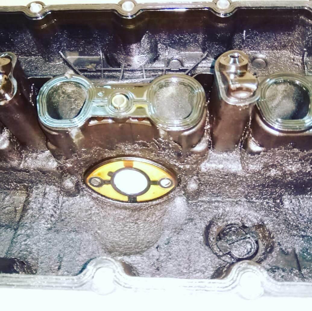 ремонт двигателя: замена клапанной крышки на BMW