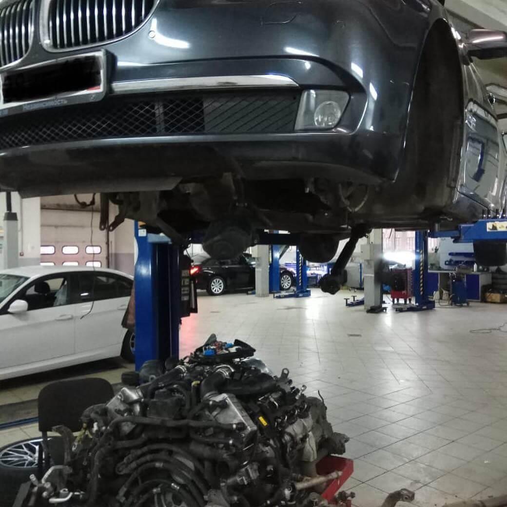 снятие двигателя с БМВ 7