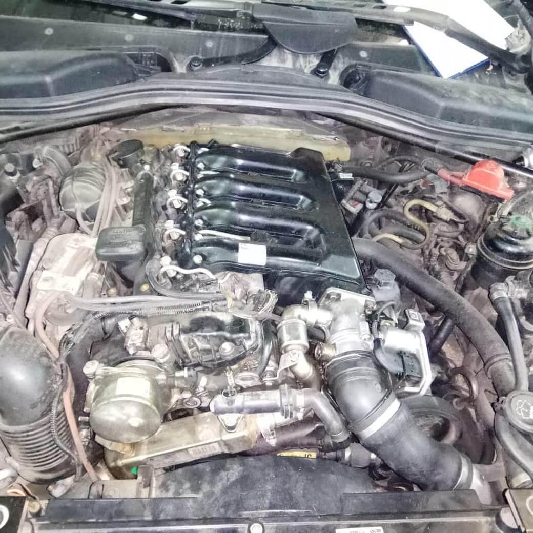 радиатора охлаждения наддувочного воздуха у BMW 635 D в кузове Е63