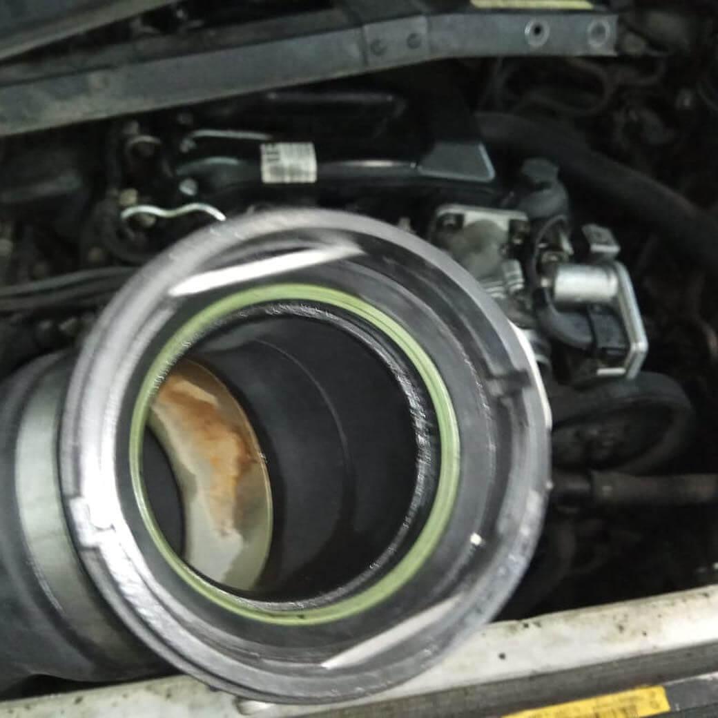 заменена уплотнительных колец патрубков интеркуллера на BMW 635 D