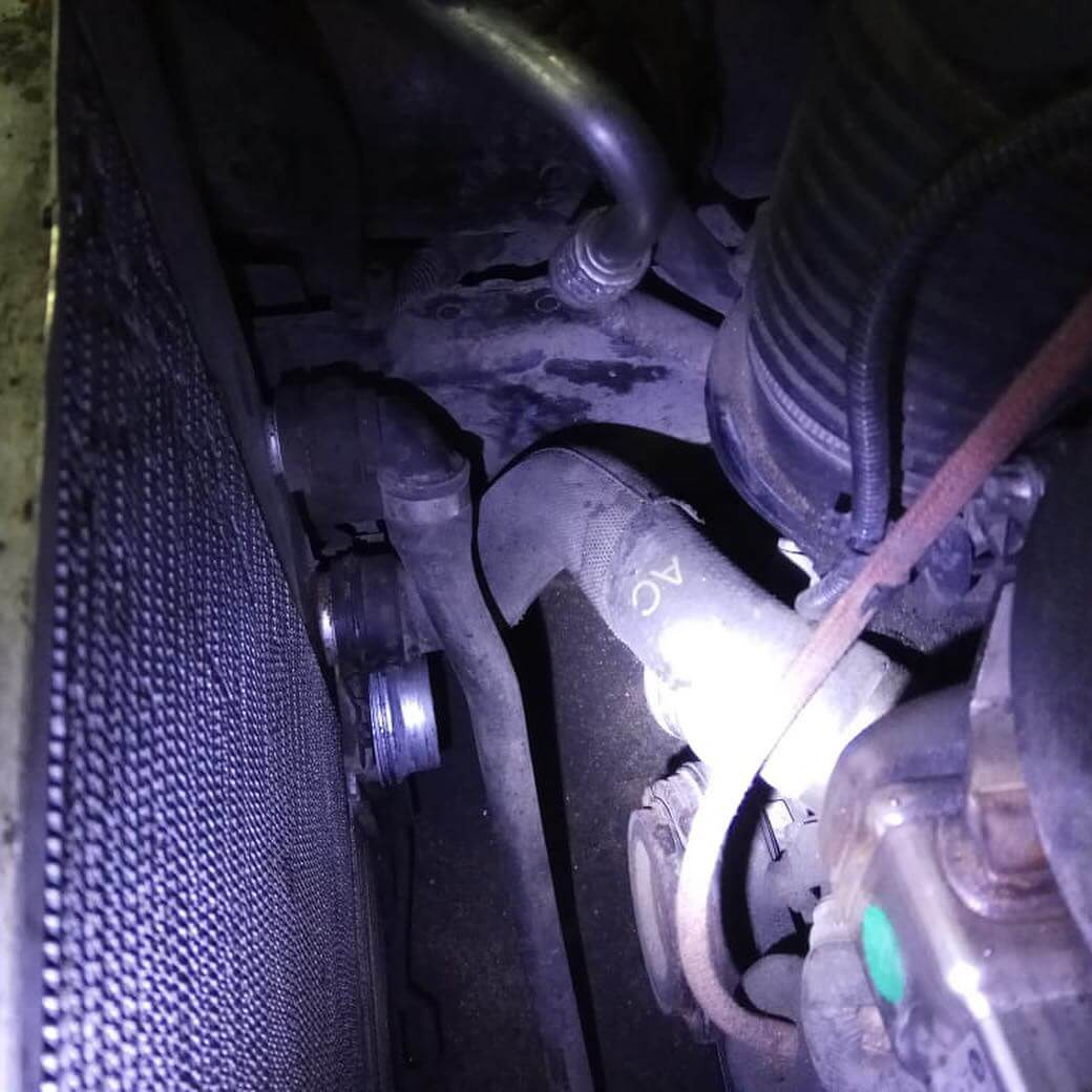 потеря герметичности системы подачи наддувочного воздуха в управлении двигателем BMW 635 D