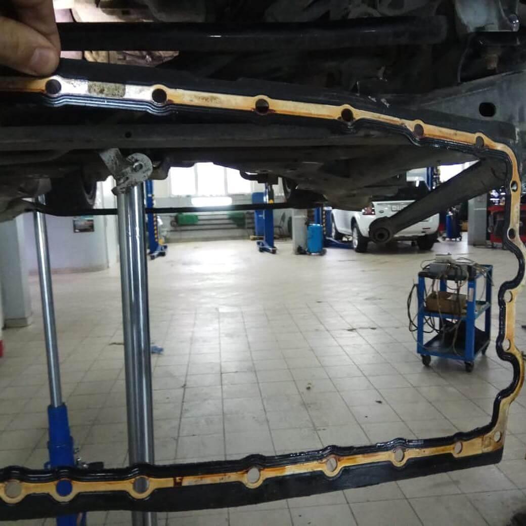 подрамник с деталями подвески откручен