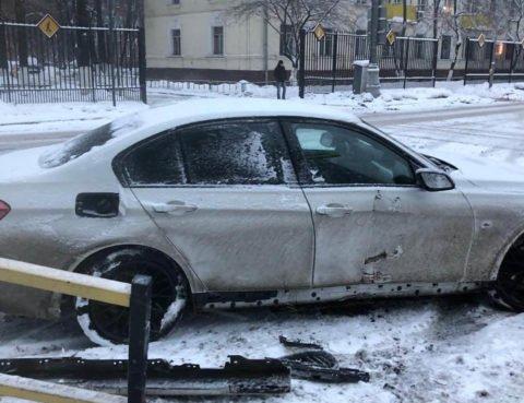 Повреждение передней и задней подвески справа у BMW F30
