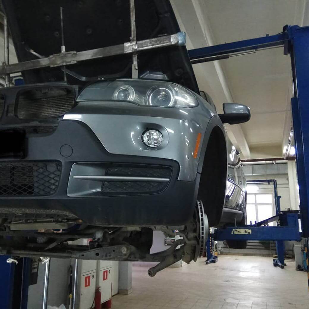 устранение течи масла в двигателе у BMW X5 E70