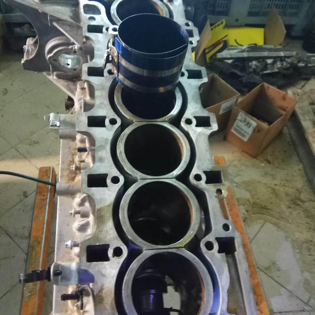 процесс устранения недостатков в двигателе BMW GT