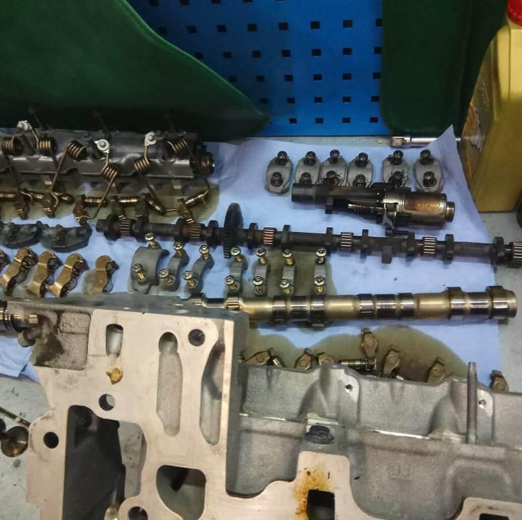 замена изношенных маслосъёмных колпачков N55B30