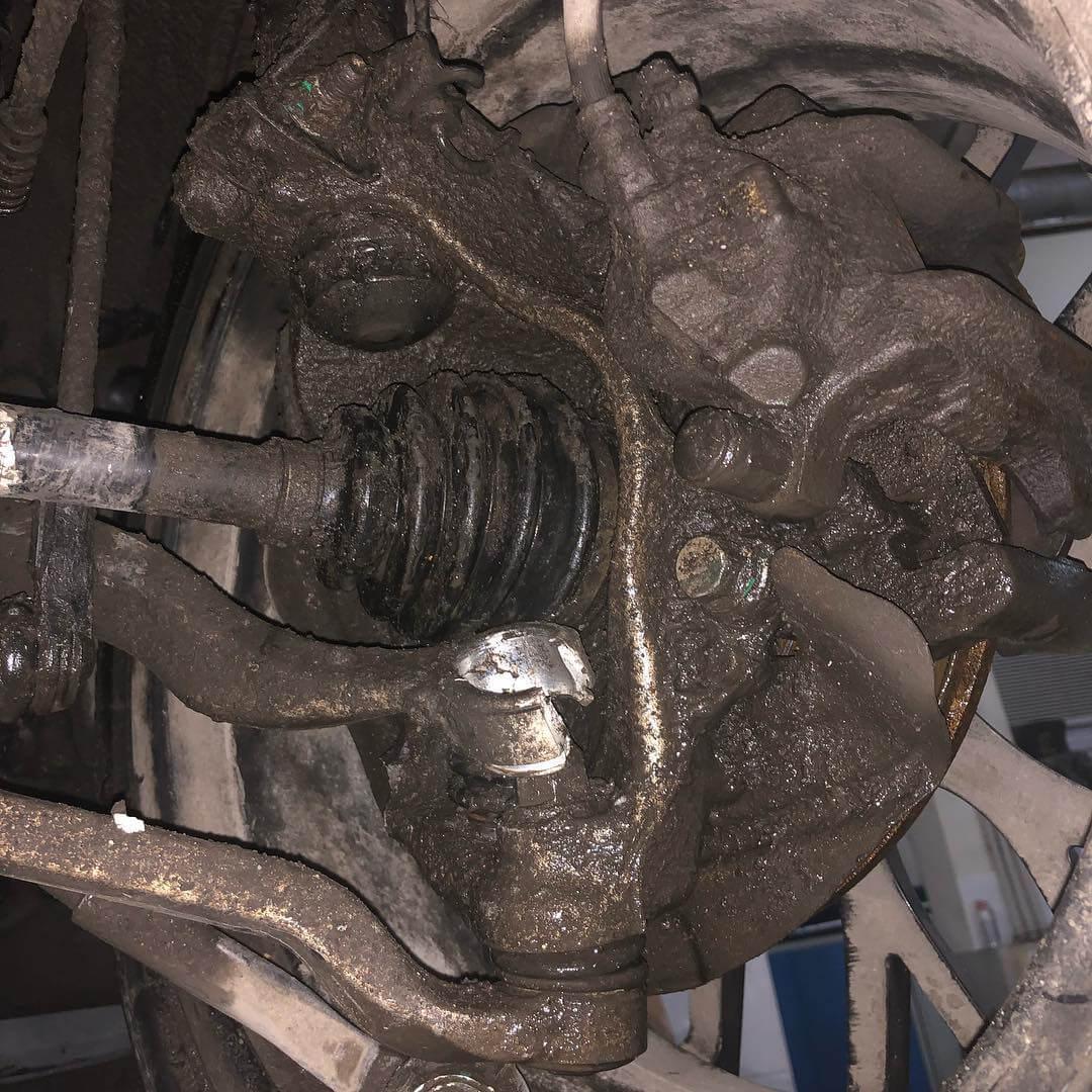 повреждение передней подвески BMW F30