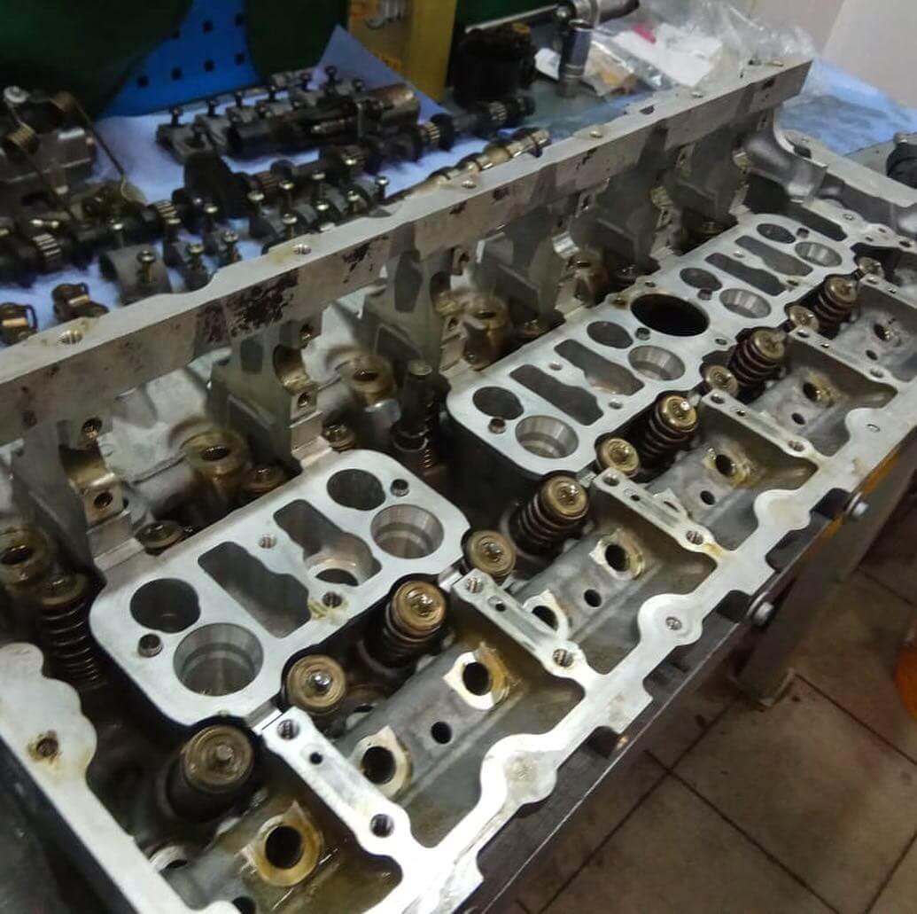 изношенные детали двигателя N55B30 заменены