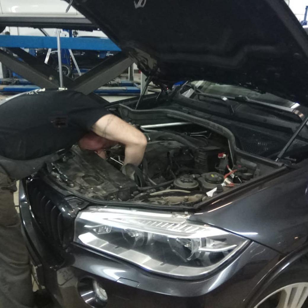 демонтаж ремней генератора на BMW Х5 F15