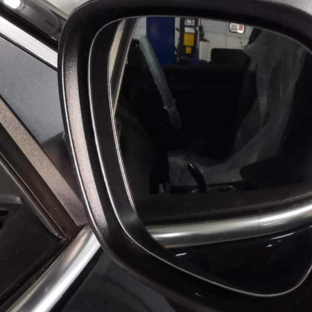 новые зеркальные элементы BMW X3 стоят дорого
