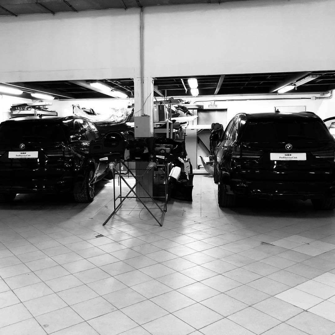 Черно-белое фото BMW X5