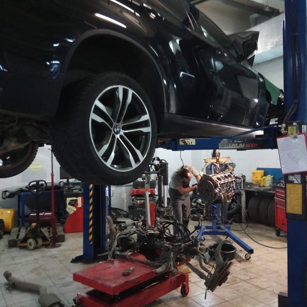 устарнение течи двигателля на BMW X6