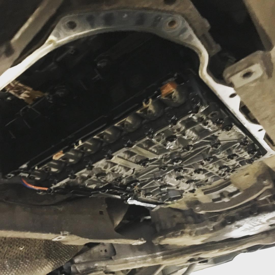 BMW 6 замена масляного картера АКПП