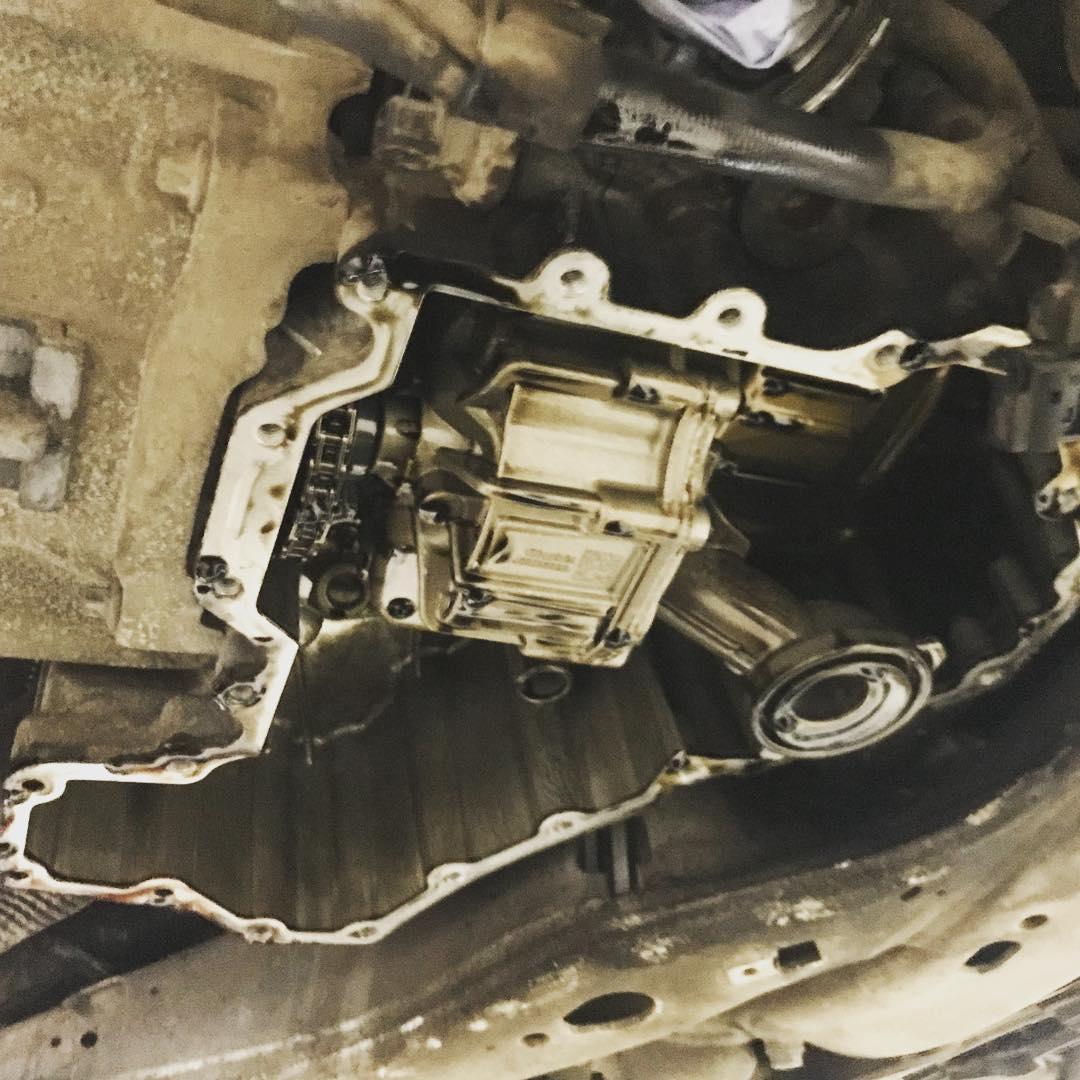 замена уплотнения масляного поддона ДВС BMW 6