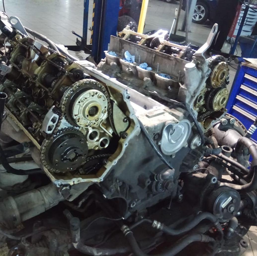 установка мотора N62TU после замены трубки охлаждения BMW X5