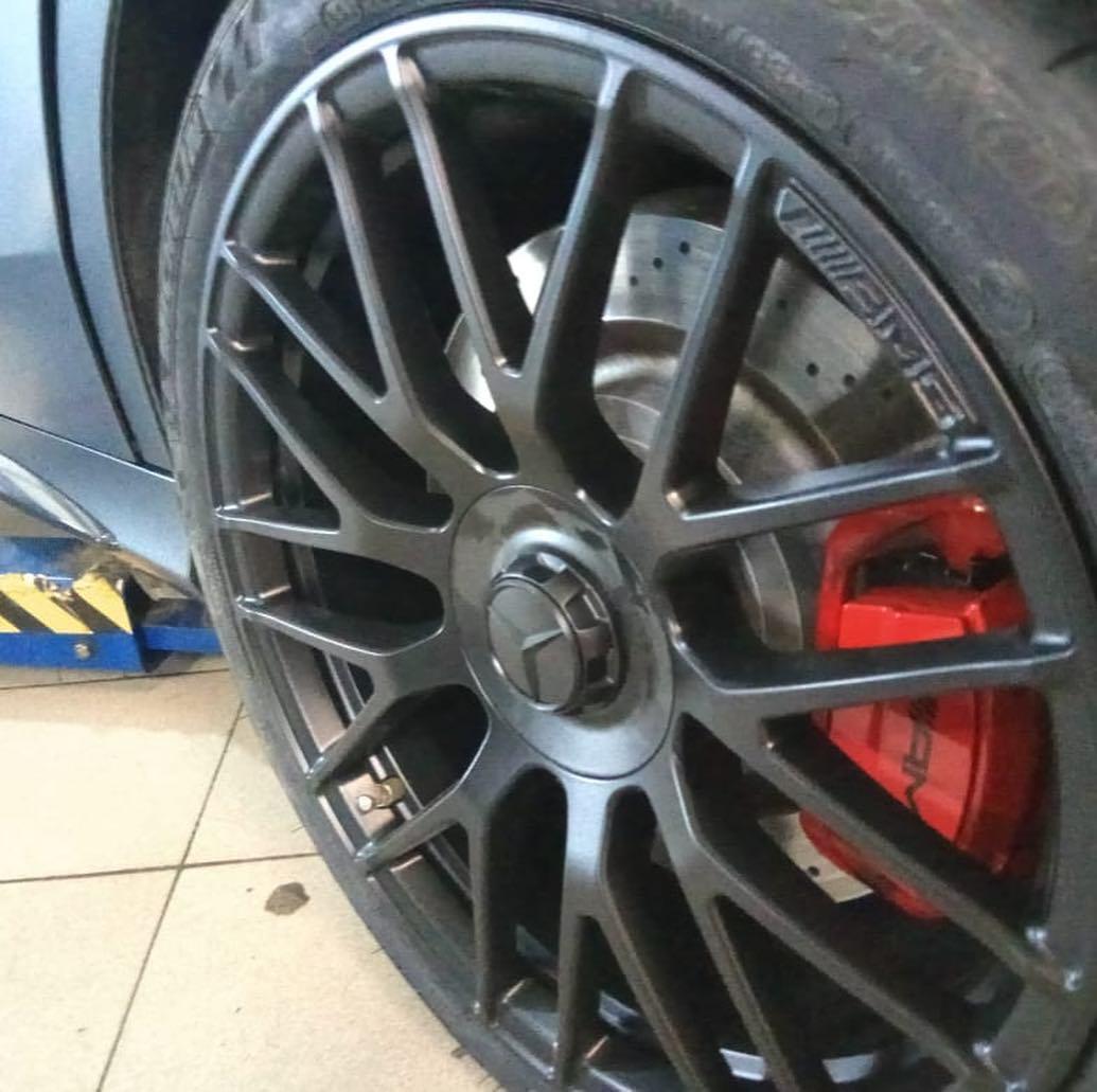Покраска дисков в черный цвет уMercedes AMG
