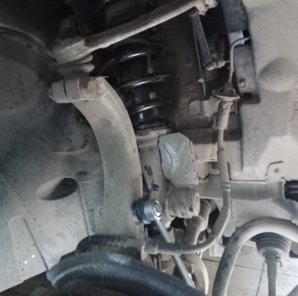 Замена сайлентблоков передних продольных рычагов на BMW X6 e71
