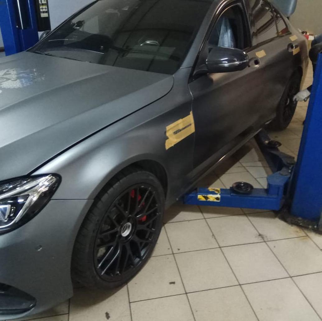 Покраска хромированных элементов Mercedes AMG в черный цвет фото