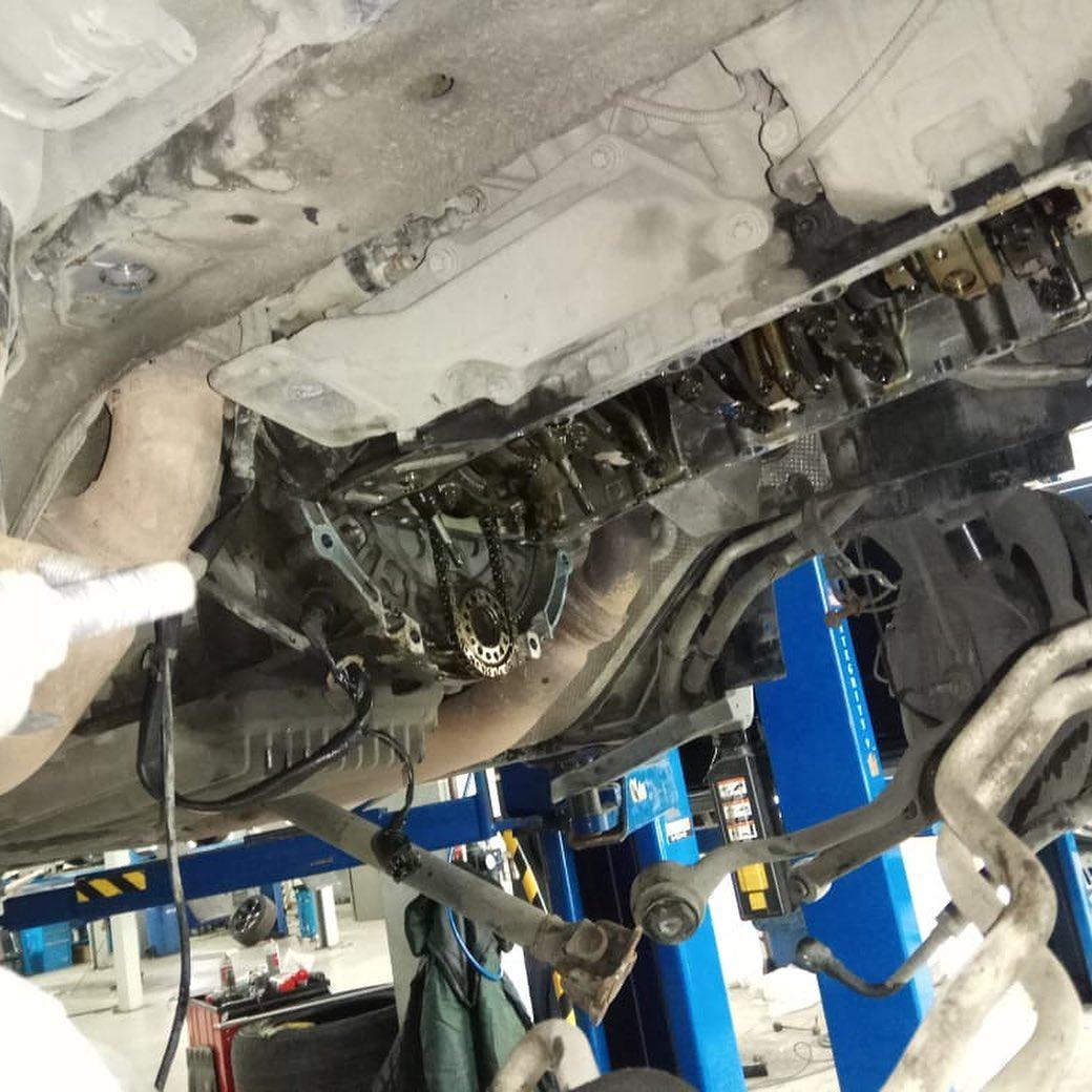 Демонтаж двигателя БМВ Х6М в кузове Е71
