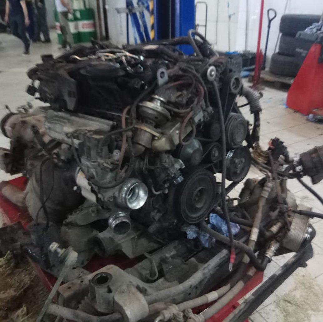 Демонтаж мотора N47 и коробки передач на БМВ Х3