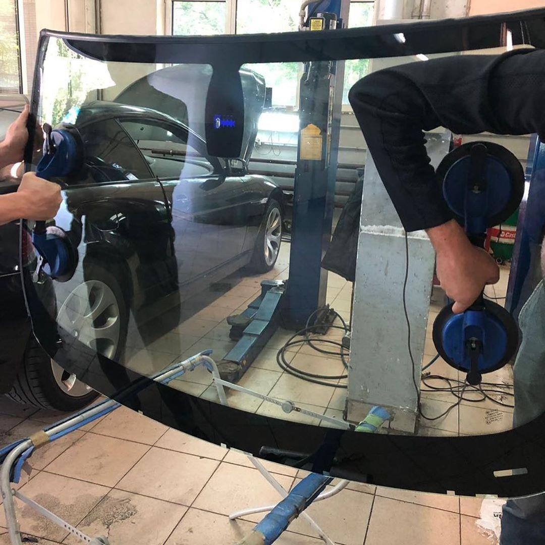 Замена лобового стекла на БМВ Е63